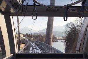 Blick aus der futuristischen Hungerburgbahn in Innsbruck