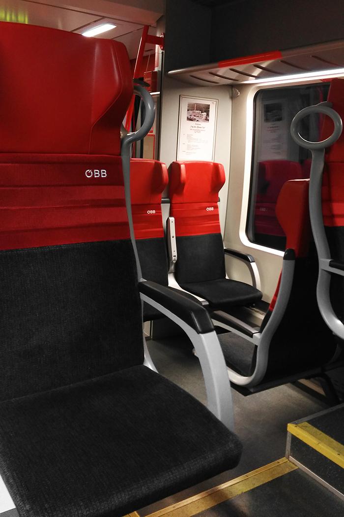 Leere Sitze in einem Zug der ÖBB