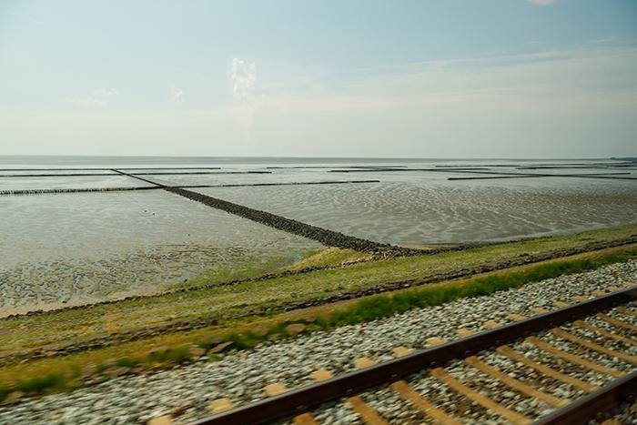 Wattenmeer und Zuggleise