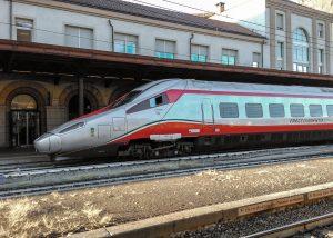Ein Schnellzug in Italien
