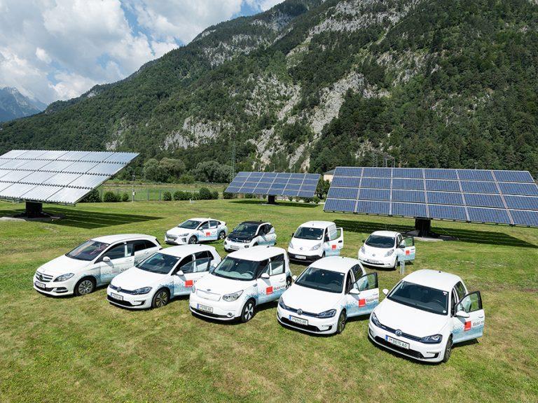 Der elektrische Fuhrpark der TIWAG von Solaranlagen.