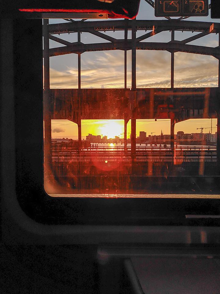 Blick auf die Elbrücken und den Sonnenuntergang