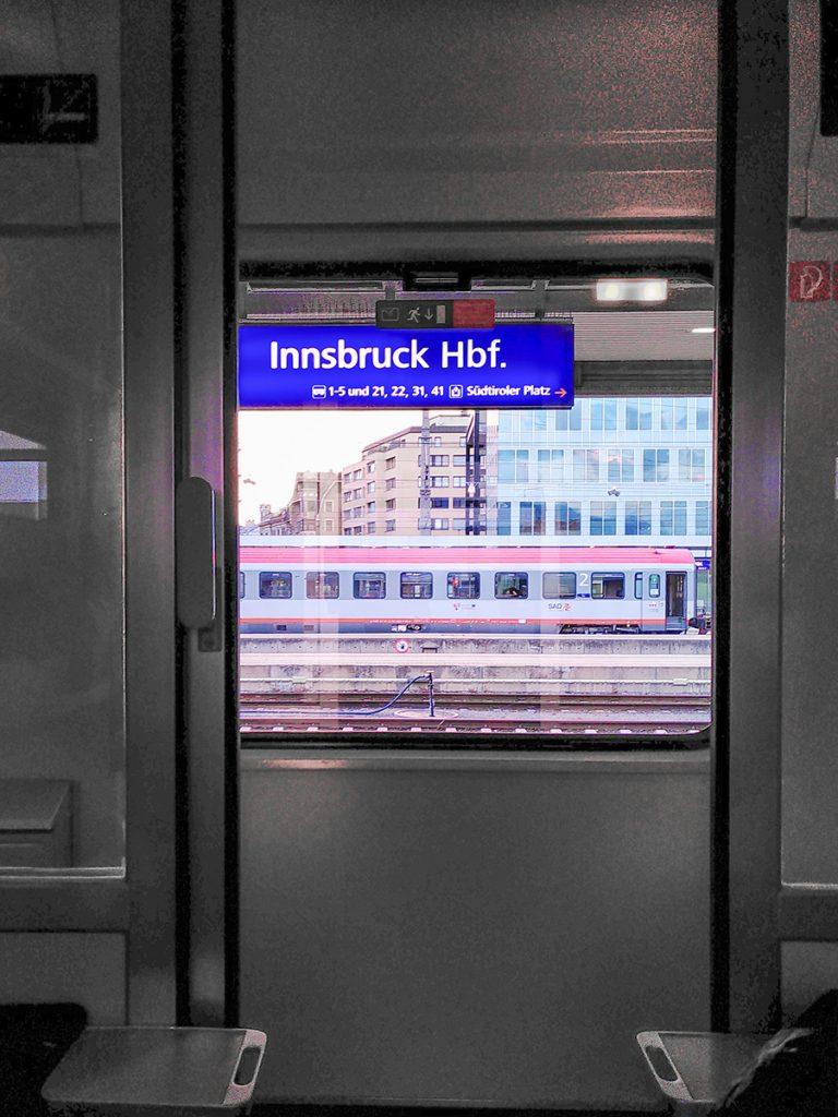 Blick aus dem Fenster des Nightjets am Innsbrucker Hauptbahnhof