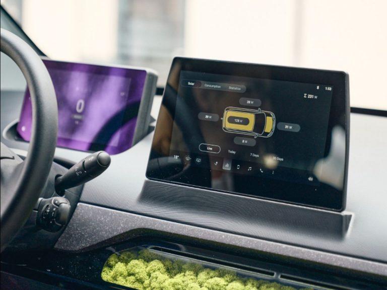 Der Touchscreen im Sion und darunter das Moos