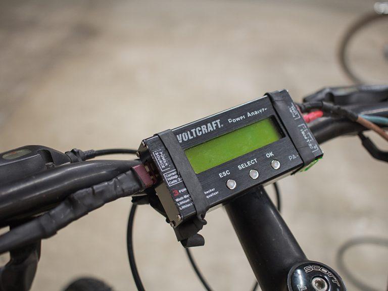 LCD-Display, das am Fahrradlenker befestigt ist