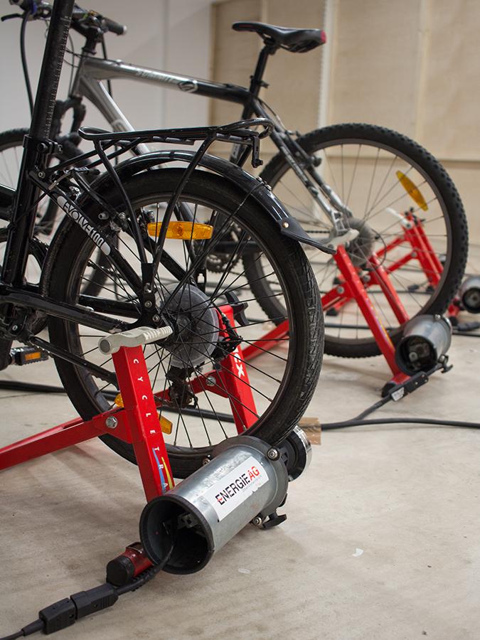 Hinterreifen von Fahrrädern, die Geratoren antreiben