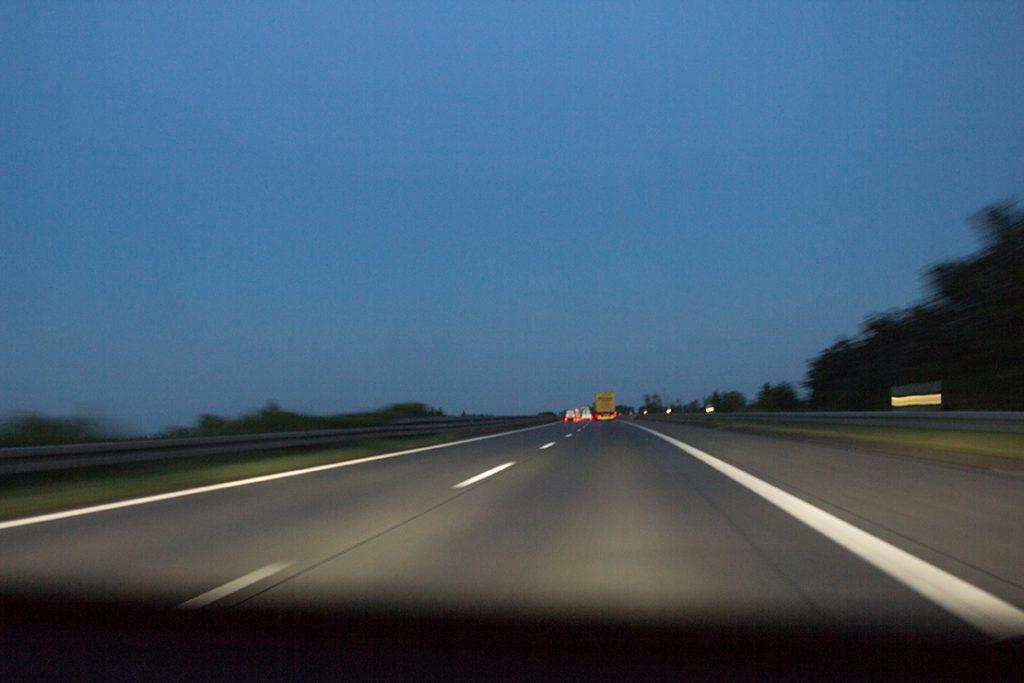 Abends auf der deutschen Autobahn
